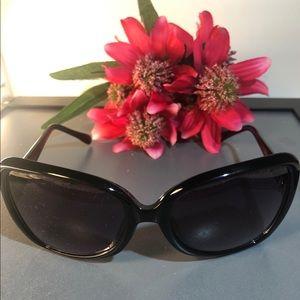 Cole Hahn ~ Large Frame Fashion ~ Sunglasses